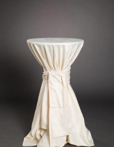 Mange-debout nappé blanc